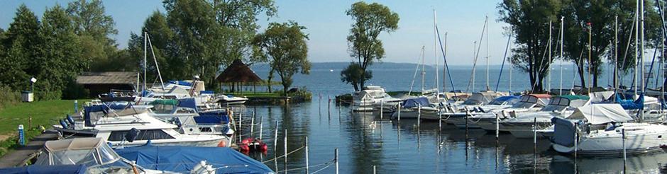 Liegeplätze für Bootstouristen in der Marina und Segelschule Plau am See